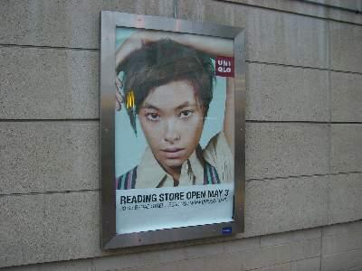 The Oracle というモールにあった UNIQLO の広告看板