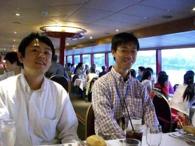 ディナー開始を待つマスザワさんと奥村