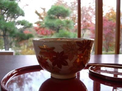 モミジ柄のお茶碗と、紅葉