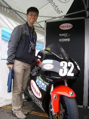 関口太郎選手のオートバイと奥村