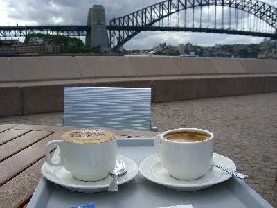 ハーバーブリッジとコーヒー