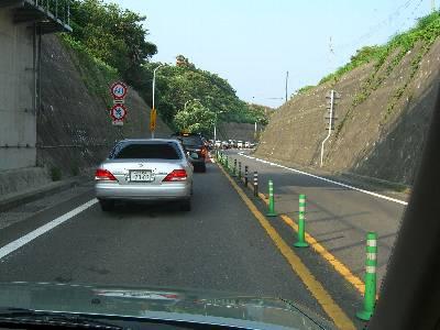 大渋滞中の本町山中道路