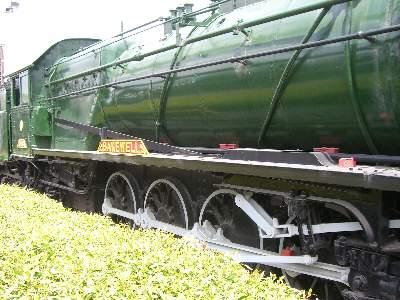 East Perth 駅前に静態保存されている蒸気機関車