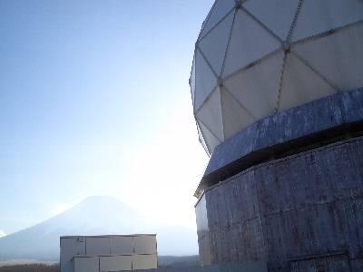 富士山レーダードームと、富士山